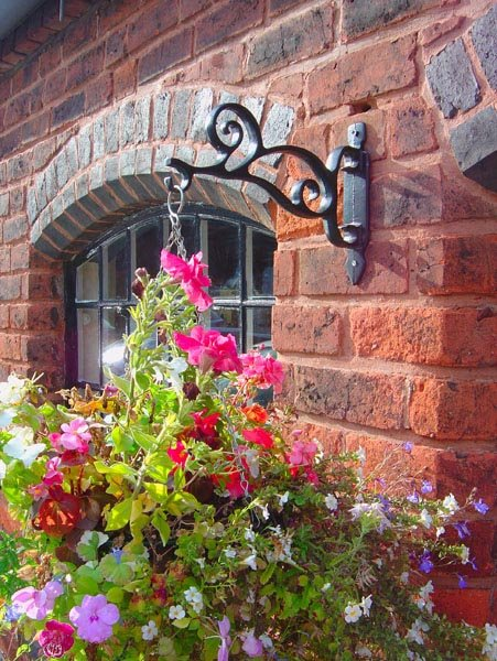 Scroll Hanging Basket Bracket