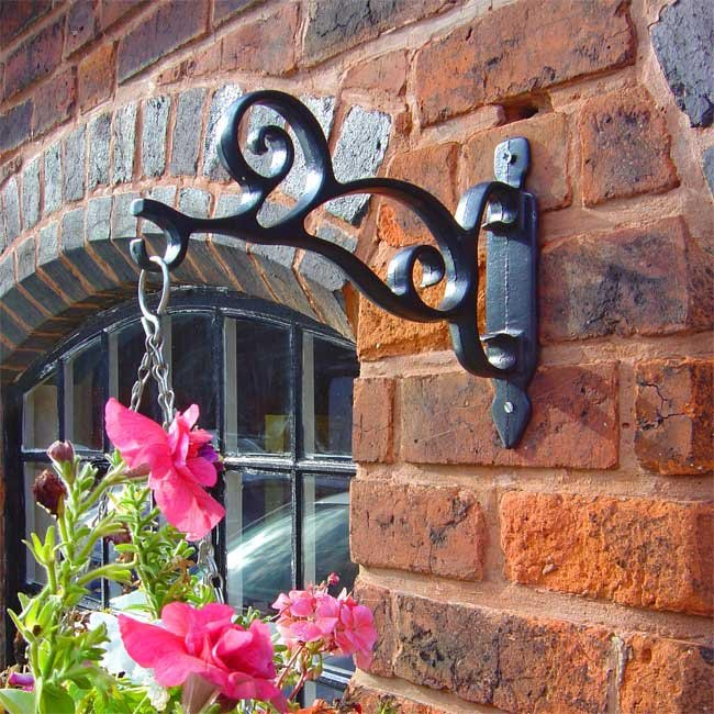 Scroll Cast Iron Hanging Basket Bracket