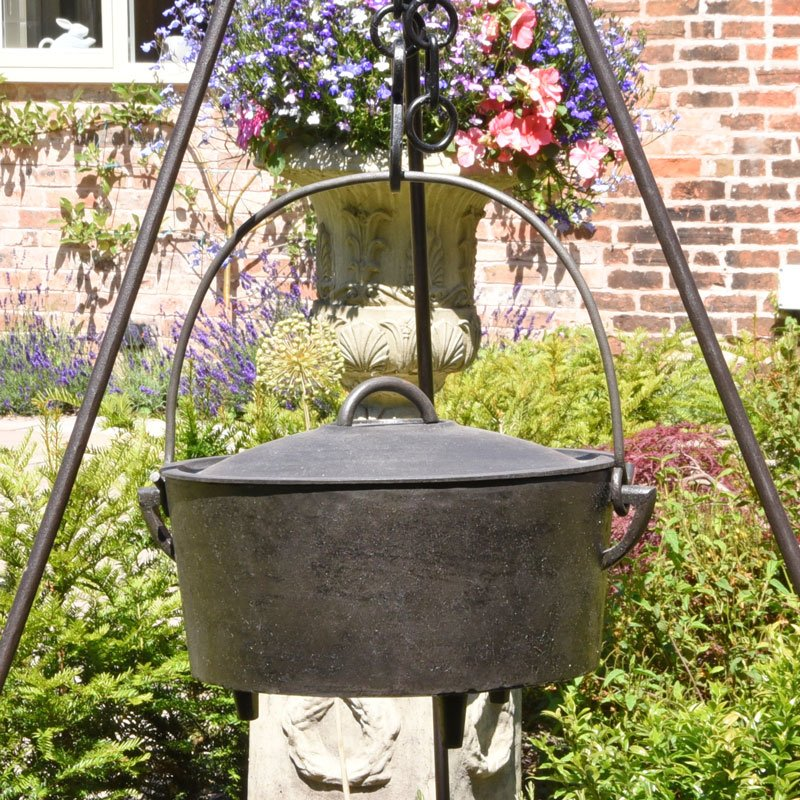 Cast Iron Romany Dutch Oven