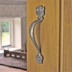 Kirkpatrick 1579 Bosworth Door Pull Handle - Pewter Finish